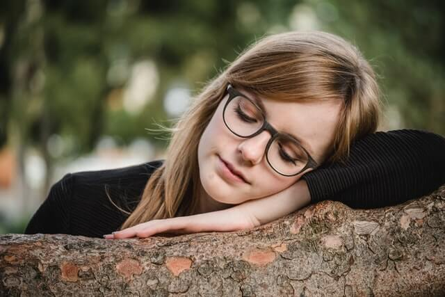 girl who is wearing glasses
